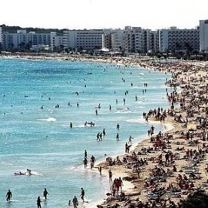 Holidaymakers taking risks over travel insurance