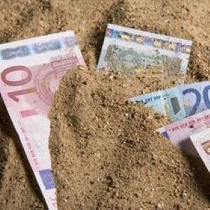 Holidaymakers lose out as euro strengthens