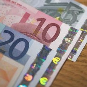 Euro scares holiday-makers