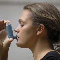 Teaching asthma sufferers how to use their inhaler properly can cut hospital admissions