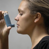 The risk of developing asthma is increased by fears over job security, new research suggests